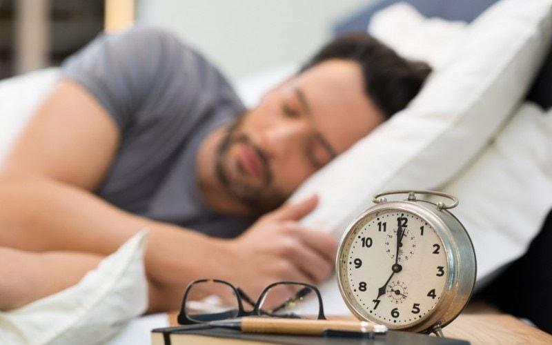 Сон глубокий – что это и сколько часов он должен длиться за ночь 2019