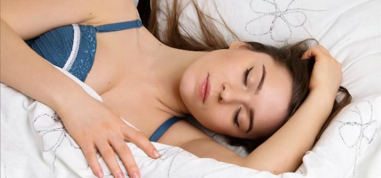 Почему человек много спит и не высыпается: причины